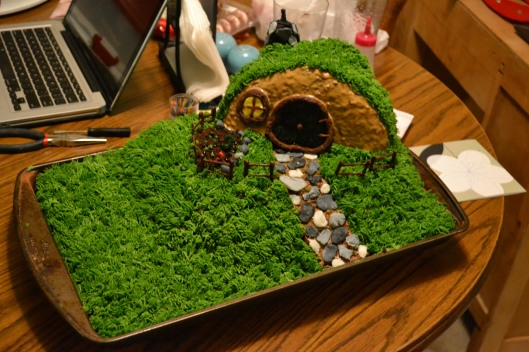 Hobbit Hole cake Bag End