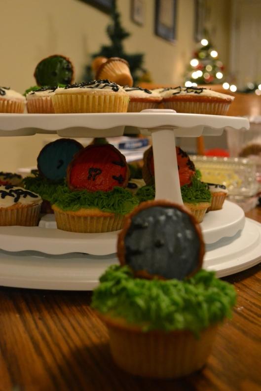Hobbit hole cupcake