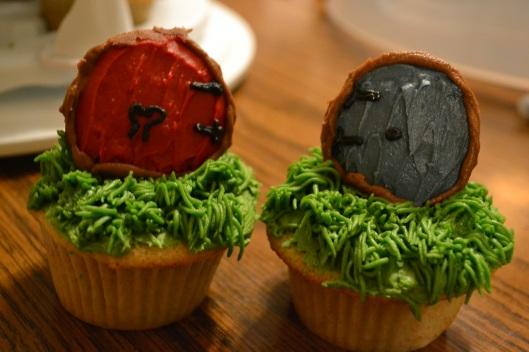 Hobbit hole door cupcakes