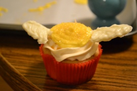 golden snitch cupcake